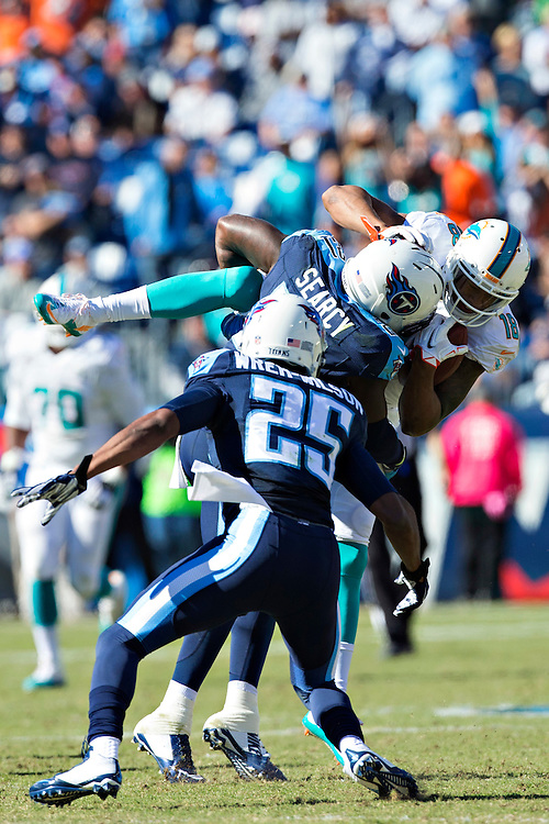NASHVILLE, TN - OCTOBER 18:  Da'Norris Searcy #21 of the Tennessee Titans tackles Richard Matthews #18 of the Miami Dolphins at LP Field on October 18, 2015 in Nashville, Tennessee.  The Dolphins defeated the Titans 38-10.  (Photo by Wesley Hitt/Getty Images) *** Local Caption *** Da'Norris Search; Richard Matthews
