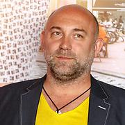 """NLD/Amsterdam/20150515 - Castpresentatie nieuwe film van Johan Nijenhuis  """"Rokjesdag"""","""