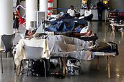 Frankfurt am Main | April 19 2010<br /> Durch eine riesige Aschewolke, die durch einen Ausbruch von Vulkan Eyjafjallajoekull auf Island ausgestossen wurde, kommt der Flugverkehr ueber fast ganz Europa zum Erliegen, etwa 800 Fluggaeste sind im Transit in Terminal 1 gestrandet, sie haben kein Visum und koennen nicht nach Deutschland einreisen. Hier: Gestrandete Passagiere schlafen auf ihren Feldbetten im Wartebereich in Terminal 1. @peter-juelich.com [No Model Release | No Property Release]