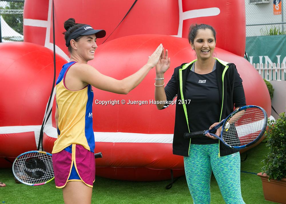 SANIA MIRZA (IND), Fototermin mit Fussballspielerinnen<br /> <br /> Tennis - Brisbane International  2017 - WTA -  Pat Rafter Arena - Brisbane - QLD - Australia  - 5 January 2017. <br /> &copy; Juergen Hasenkopf