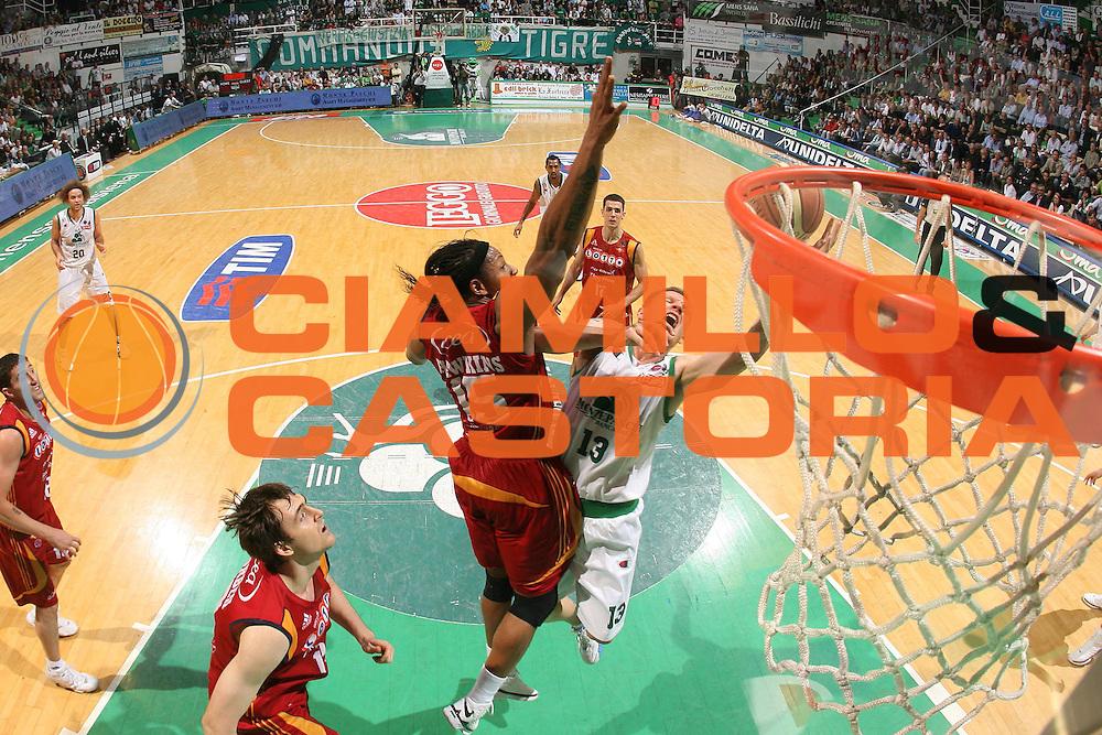 DESCRIZIONE : Siena Lega A1 2007-08 Playoff Finale Gara 1 Montepaschi Siena Lottomatica Virtus Roma <br /> GIOCATORE : Rimantas Kaukenas <br /> SQUADRA : Montepaschi Siena <br /> EVENTO : Campionato Lega A1 2007-2008 <br /> GARA : Montepaschi Siena Lottomatica Virtus Roma <br /> DATA : 03/06/2008 <br /> CATEGORIA : Tiro Special Sincro <br /> SPORT : Pallacanestro <br /> AUTORE : Agenzia Ciamillo-Castoria/S.Silvestri