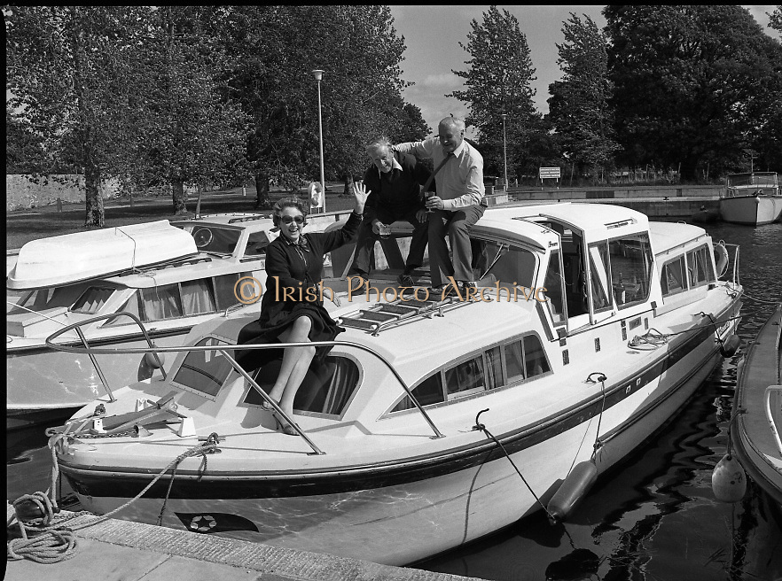 Galway Oyster Festival..1982.09.09.1982.09.09.1982.9th September 1982..Image of The Festival which was held on the banks of the Shannon at Portumna Co.,Galway..It was held in the picturesque new marina. The event was sponsored by Guinness. Emerald Star line were also represented