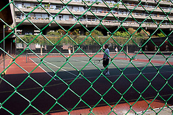 UK ENGLAND LONDON 20SEP03 -  Residents enjoy a game of tennis on the private estate tennis courts on the Barbican Estate, central London. ..jre/Photo by Jiri Rezac ..© Jiri Rezac 2003..Contact: +44 (0) 7050 110 417.Mobile:  +44 (0) 7801 337 683.Office:  +44 (0) 20 8968 9635..Email:   jiri@jirirezac.com.Web:     www.jirirezac.com