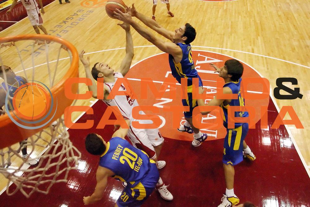 DESCRIZIONE : Milano Eurolega 2005-06 Armani Jeans Olimpia Milano Maccabi Tel Aviv<br /> GIOCATORE : Schultze Green <br /> SQUADRA : Maccabi Tel Aviv Armani Jeans Olimpia Milano<br /> EVENTO : Eurolega 2005-2006<br /> GARA : Armani Jeans Olimpia Milano Maccabi Tel Aviv<br /> DATA : 26/01/2006<br /> CATEGORIA : Rimbalzo<br /> SPORT : Pallacanestro<br /> AUTORE : Agenzia Ciamillo-Castoria/G.Cottini<br /> Galleria : Eurolega 2005-2006<br /> Fotonotizia : Milano Eurolega 2005-2006 Armani Jeans Olimpia Milano Maccabi Tel Aviv<br /> Predefinita :