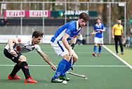 AMSTELVEEN - Hockey - Hoofdklasse competitie heren. AMSTERDAM-KAMPONG (2-2). Lars Balk (Kampong) met links Caspar van Dijk (A'dam)  .  COPYRIGHT KOEN SUYK