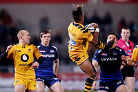 Rugby Union - 2019 / 2020 Gallagher Premiership - Sale Sharks vs. Wasps <br /> <br /> Paolo Odogwu of Wasps kicks Rohan Janse van Rensburg of Sale Sharks in the face as he collects the ball, at AJ Bell Stadium,<br /> <br /> COLORSPORT/PAUL GREENWOOD