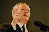 31 JANUARY 1998, DORTMUND/GERMANY:<br /> Oskar Lafontaine, SPD Parteivorsitzender, hält auf dem Landesparteitag der SPD NRW eine Rede