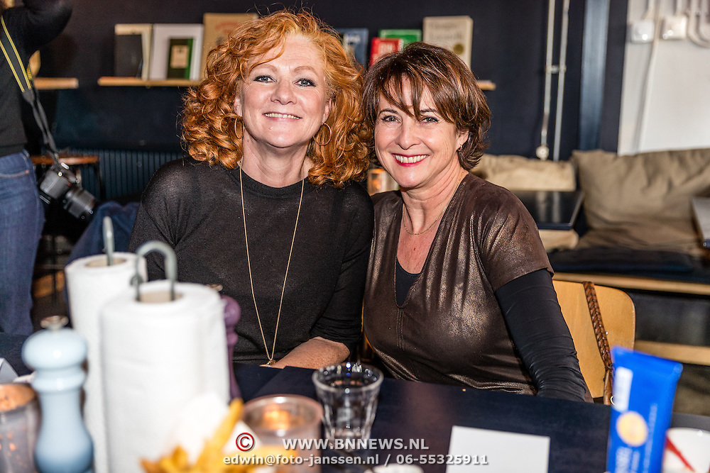 NLD/Amsterdamt/20170111 - Nieuwjaarsborrel Opvliegers 2, Anne-Mieke Ruyten en<br /> Hymke de Vries