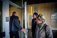 AMSTERDAM - Peter R. de Vries arriveert bij de Bunker, de extra beveiligde rechtbank in Osdorp. De misdaadverslaggever getuigt opnieuw in het strafproces tegen Willem Holleeder. Peter R. de Vries arriveert bij de Bunker, de extra beveiligde rechtbank in Osdorp. De misdaadverslaggever getuigt opnieuw in het strafproces tegen Willem Holleeder. ROBIN UTRECHT bunker de getuigt holleeder in peter tegen vries willem