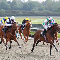 Merry Me and Jim Crowley winning the 4.05 race