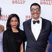 NLD/Rotterdam/20200308 - Hello Dolly premiere , Jorgen Raymann met partner Sheila en dochters Jahlisa Raymann en Melody Raymann