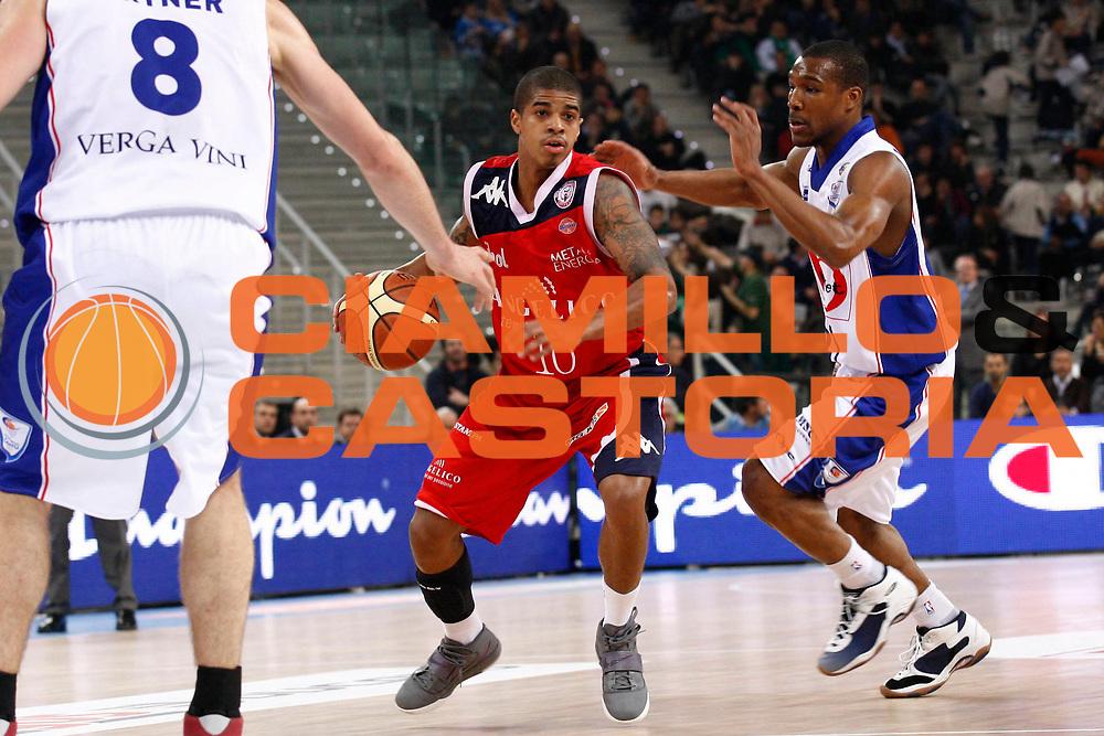 DESCRIZIONE : Torino Coppa Italia Final Eight 2011 Quarti di Finale Bennet Cantu Angelico Biella<br /> GIOCATORE : Edgar Sosa<br /> SQUADRA : Angelico Biella<br /> EVENTO : Agos Ducato Basket Coppa Italia Final Eight 2011<br /> GARA : Bennet Cantu Angelico Biella<br /> DATA : 11/02/2011<br /> CATEGORIA : palleggio<br /> SPORT : Pallacanestro<br /> AUTORE : Agenzia Ciamillo-Castoria/ElioCastoria<br /> Galleria : Final Eight Coppa Italia 2011<br /> Fotonotizia : Torino Coppa Italia Final Eight 2011 Quarti di Finale Bennet Cantu Angelico Biella<br /> Predefinita :