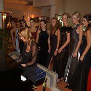 Miss Nederland 2003 reis Turkije, alle missen en Marlinde Verhoeff speelt piano
