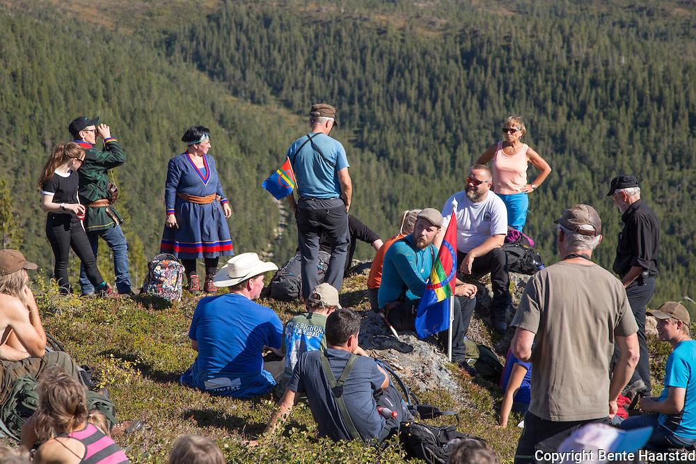 Arvid Jåma fra det mest berørte reinbeitedistriktet, sørgruppa i Fovsen Njaarke Sijte, forteller om bruken av reinbeitelandet, som strekker seg i alle himmelretninger.
