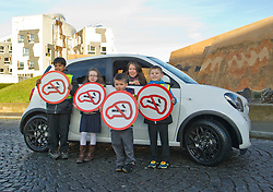 Pictured: Aileen Campbell, Amber McEwan (9), Sevi Dick (6) ( blue jacket), Ahnaf Taluhder (7) and Christopher Pavlov (4)<br /> <br /> Today Minister for Public Health, Aileen Campbell,  met pupils from Holyrood Primary School to mark the day smoking in cars with children becomes illegal across Scotland<br /> <br /> Ger Harley | EEm 5 December 2016