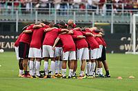 I giocatori del Milan in gruppo a inizio partita