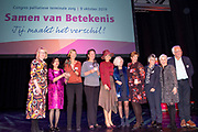 "Koningin Maxima is aanwezig bij het congres 'Samen van betekenis – Jij maakt het verschil!' in het theater Flint in Amersfoort. Het congres wordt georganiseerd door Vrijwilligers Palliatieve Terminale Zorg Nederland (VPTZ), die mensen in hun laatste levensfase en hun mantelzorgers ondersteunt. <br /> <br /> Queen Maxima is present at the conference ""Together of meaning - You make the difference!"" In the Flint theater in Amersfoort. The congress is organized by Volunteers Palliative Terminal Care Netherlands (VPTZ), which supports people in their final phase of life and their caregivers."