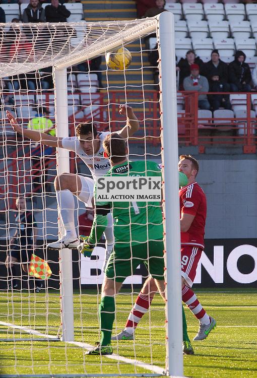 The crossbar saves Hamilton Academical late in the game<br /> <br /> SPFL Premiership<br /> Hamilton Academical v Aberdeen<br /> New Douglas Park, Hamilton<br /> Sunday 22 November 2015<br /> <br /> &copy; Russel Hutcheson | SportPix 2015
