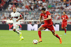 04.08.2015, Allianz Arena, Muenchen, GER, AUDI CUP, FC Bayern Muenchen vs AC Mailand, im Bild vl. Nigel de Jong (AC Mailand) und Robert Lewandowski (FC Bayern Muenchen) // during the 2015 AUDI Cup Match between FC Bayern Muenchen and AC Mailand at the Allianz Arena in Muenchen, Germany on 2015/08/04. EXPA Pictures © 2015, PhotoCredit: EXPA/ Eibner-Pressefoto/ Stuetzle<br /> <br /> *****ATTENTION - OUT of GER*****