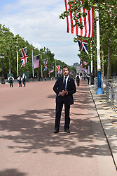 © Licensed to London News Pictures. 03/06/2019. London, UK.  US Secret service personnel and metropolitan police line the the Mall as a small number of Trump supporters turn out to watch as the President of the United States travel by cavalcade from Buckingham Palace to Westminster Abbey on the the first day of the President's state visit to the UK.  Photo credit: Guilhem Baker/LNP