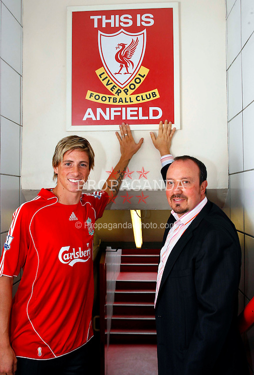 ¿Cuánto mide Rafa Benítez? - Altura - Real height 070704-001-Liverpool-Torres