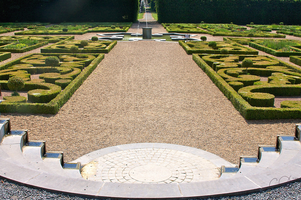 Stepping down into one of the Formal gardens at Enghien Park, BE. Like most classic european gardens, symmetry is the key in the layout and design.