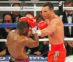 25.04.2015, Madison Square Garden, New York, USA, WBA, Wladimir Klitschko vs Bryant Jennings, im Bild l-r. Bryant Jennings, Wladimir Klitschko erzielt Wirkungstreffer // during IBF, WBO and WBA world heavyweight title boxing fight between Wladimir Klitschko of Ukraine and Bryant Jennings of the USA at the Madison Square Garden in New York, United Staates on 2015/04/25. EXPA Pictures © 2015, PhotoCredit: EXPA/ Eibner-Pressefoto/ Kolbert<br /> <br /> *****ATTENTION - OUT of GER*****