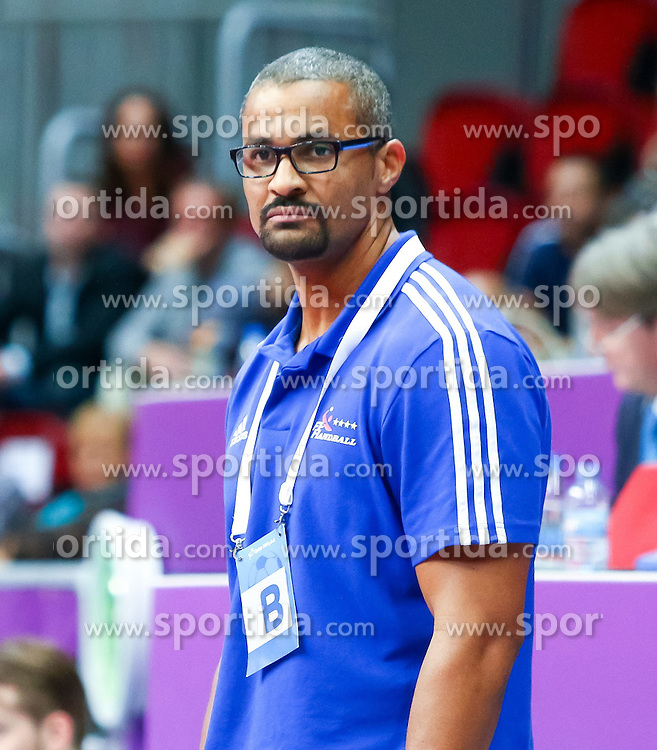 20.01.2015, Duhail Handball Sports Hall, Doha, QAT, IHF, Handball Weltmeisterschaft der Herren, Gruppe C, Frankreich vs Island, im Bild Didier Dinart (Assistant Coach FRA) // during the IHF Handball World Championship group C match between France and Iceland at the Duhail Handball Sports Hall, Doha, Qatar on 2015/01/20. EXPA Pictures © 2015, PhotoCredit: EXPA/ Sebastian Pucher