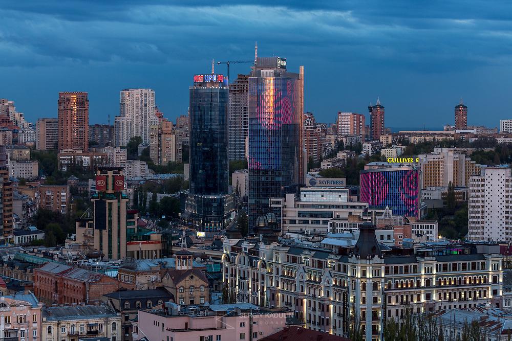 Гигапиксельная вечерняя панорама Киева (фрагмент, полная панорама - длина 30 метров, высота 3 метра, разрешение печати 107 dpi).