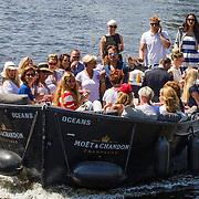 NLD/Amsterdam/20140613 - Leco van Zadelhoff organiseert samen met Beau Monde Beau Bateau een vaartocht met vriendinnen, sloep varend