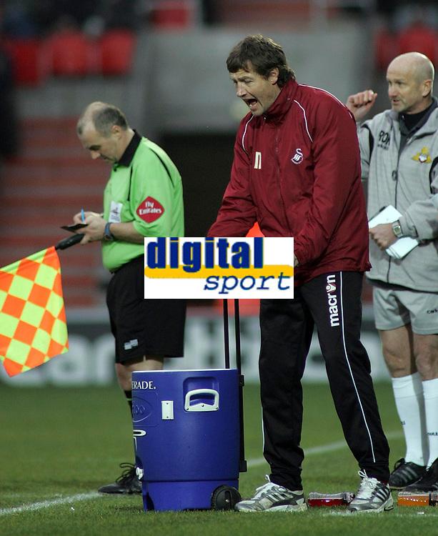 """Photo: Paul Thomas.<br /> Doncaster Rovers v Swansea City. Coca Cola League 1. 17/02/2007.<br /> <br /> """"Stand in"""" manager of Swansea, Kevin Nugent tries to get his message across to his team."""