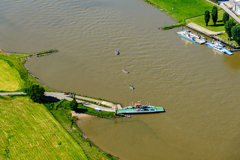 Nederland, Gelderland, Gemeente Lingewaard, 29-05-2019; Looveer, nabij Huissen, veerpont over de Neder-rijn naar het Loo en Westervoort.<br /> Looveer, the ferry across the Lower Rhine.<br /> <br /> luchtfoto (toeslag op standard tarieven);<br /> aerial photo (additional fee required);<br /> copyright foto/photo Siebe Swart