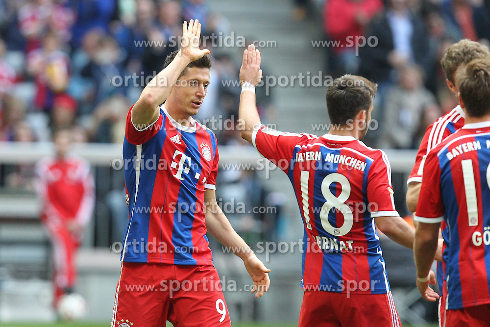 11.04.2015, Allianz Arena, Muenchen, GER, 1. FBL, FC Bayern Muenchen vs Eintracht Frankfurt, 28. Runde, im Bild l-r: Torjubel von Robert Lewandowski #9 (FC Bayern Muenchen) und Juan Bernat #18 (FC Bayern Muenchen) // during the German Bundesliga 28th round match between FC Bayern Munich and Eintracht Frankfurt at the Allianz Arena in Muenchen, Germany on 2015/04/11. EXPA Pictures &copy; 2015, PhotoCredit: EXPA/ Eibner-Pressefoto/ Kolbert<br /> <br /> *****ATTENTION - OUT of GER*****
