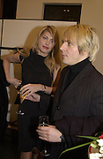 Nick Rhodes and Meredith Ostrom. Robert Doisneau exhibition preview. Hamiltons. 20 November 2001. © Copyright Photograph by Dafydd Jones 66 Stockwell Park Rd. London SW9 0DA Tel 020 7733 0108 www.dafjones.com