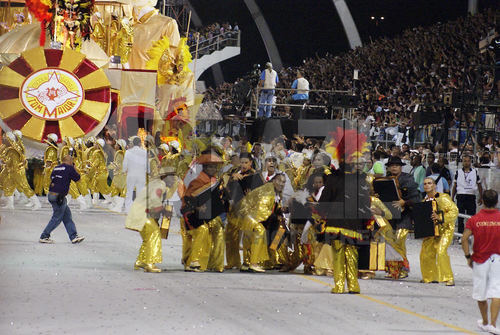 SÃO PAULO, SP, 13 DE JANEIRO DE 2010 - CARNAVAL 2010 SP / TOM MAIOR - Desfile das escolas de samba de São Paulo do grupo especial, a segunda escola entrar na avenida no segundo dia de desfiles é a Tom Maior que traz no enredo Brasília, do sonho a .realidade... Uma homenagem de São Paulo aos 50 anos da capital do Brasil. No Sambódromo do Anhembi na região norte da capital paulista. (FOTO: WILLIAM VOLCOV / NEWS FREE).