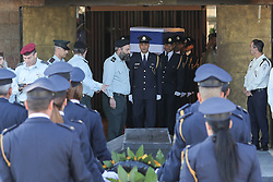 Sept. 29, 2016 - Jerusalem, Israel - Members of the honor guard carry the coffin of former Israeli President Shimon Peres to the central Knesset plaza in Jerusalem. Peres, one of the last living founding fathers of Israel, passed away at the age of 93 early Wednesday morning after suffering a major stroke more than two weeks ago. (Credit Image: © Guo Yu/Xinhua via ZUMA Wire)