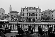 Italy. Venice. Elevated view. the grand canal in the fog - and the terrace of the Stern hotel - palacio Moro -on Grand Canal  Venice - Italy   / le grand canal dans la brume et la terrasse de l hotel  Stern - palacio Moro - sur le grand canal  Venise - Italie   K