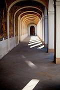 Kirche Maria vom Siege am Weißen Berg ist ein Wallfahrtsort nahe dem Schlachtfeld von 1620. Von 1622 bis 1624 wurde an dieser Stelle eine Kapelle errichtet, die zunächst dem Hl. Wenzel geweiht war, später der Jungfrau Maria. Diese diente zur Aufbewahrung aufgefundener Gebeine von Gefallenen. Aus der Kapelle wurde ein Wallfahrtsort, der dem Servitenorden anvertraut wurde, welcher 1628 begann, ein Kloster zu errichten, was jedoch nicht vollendet wurde.