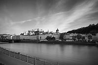 Blick über die Salzach, Nähe Makartsteg, Richtung Festung Hohensalzburg, Rudolfskai, Staatsbrücke, Salzburg