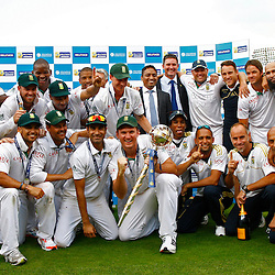 20/08/2012 London, England. South Africa with the Mace for becoming the No1 test team in the world after winning the third Investec cricket international test match between England and South Africa, played at the Lords Cricket Ground: Mandatory credit: Mitchell Gunn