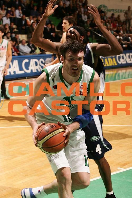 DESCRIZIONE : Siena Lega A1 2007-08 Playoff Quarti di Finale Gara 3 Montepaschi Siena Upim Fortitudo Bologna <br /> GIOCATORE : Ksistof Lavrinovic <br /> SQUADRA : Montepaschi Siena <br /> EVENTO : Campionato Lega A1 2007-2008 <br /> GARA : Montepaschi Siena Upim Fortitudo Bologna <br /> DATA : 14/05/2008 <br /> CATEGORIA : Penetrazione <br /> SPORT : Pallacanestro <br /> AUTORE : Agenzia Ciamillo-Castoria/P.Lazzeroni