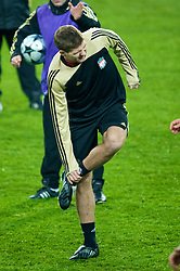 EINDHOVEN, THE NETHERLANDS - Monday, December 8, 2008: Liverpool's captain Steven Gerrard MBE training at the Philips Stadium ahead of the final UEFA Champions League Group D mach against PSV Eindhoven. (Photo by David Rawcliffe/Propaganda)