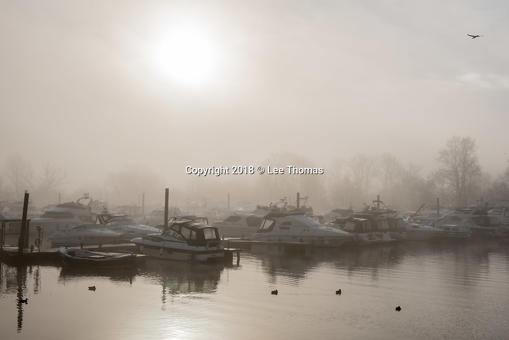 Malvern Hills, Worcestershire, UK. 30th January 2018.  A cold and frosty sunrise on the Malvern Hills. Pictured: A misty start to the morning as the sun struggles to appear at Upton-Upon-Severn marina. // Lee Thomas. Tel. 07784142973. Email: leepthomas@gmail.com www.leept.co.uk (0000635435)