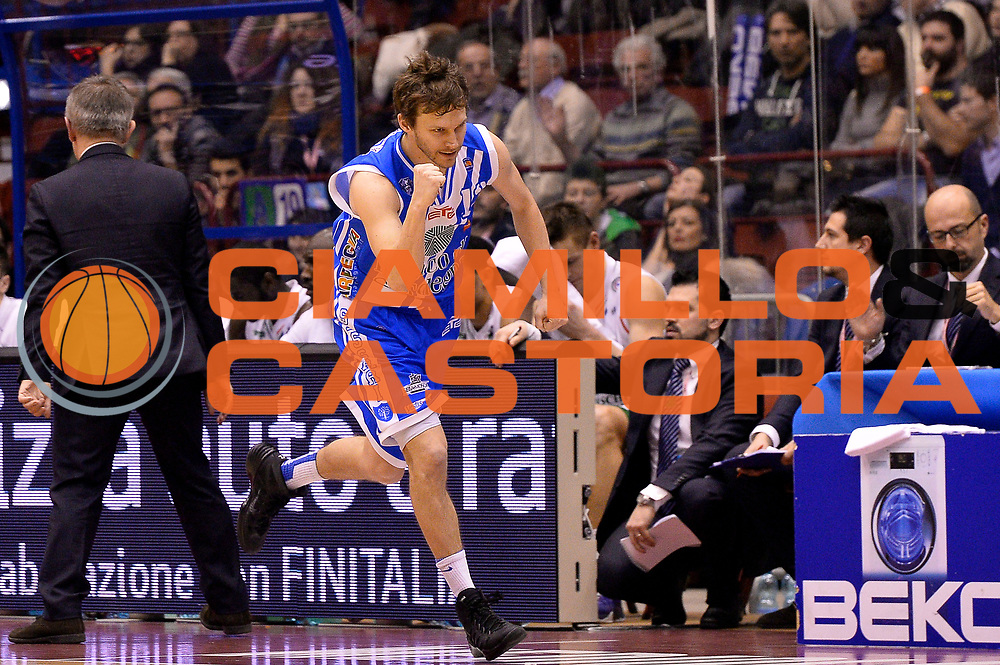 DESCRIZIONE : Milano Coppa Italia Final Eight 2014 Finale Montepaschi Siena Banco di Sardegna Sassari<br /> GIOCATORE : Travis Diener<br /> CATEGORIA : Esultanza<br /> SQUADRA : Banco di Sardegna Sassari<br /> EVENTO : Beko Coppa Italia Final Eight 2014<br /> GARA : Montepaschi Siena Banco di Sardegna Sassari<br /> DATA : 09/02/2014<br /> SPORT : Pallacanestro<br /> AUTORE : Agenzia Ciamillo-Castoria/R.Morgano<br /> Galleria : Lega Basket Final Eight Coppa Italia 2014<br /> Fotonotizia : Milano Coppa Italia Final Eight 2014 Finale Montepaschi Siena Banco di Sardegna Sassari<br /> Predefinita :
