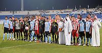 Fussball 1. Bundesliga  Saison   2010/2011   08.01.2011 FC Bayern Muenchen -  Al Wakrah Sport Club Gruppenbild der beiden Teams und die Schiedsrichter.