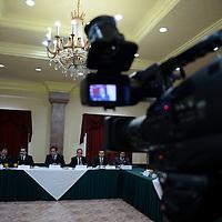 Metepec, México.- Empresarios de diversas asociaciones y cámaras de comercio dieron a conocer su postura y preocupación con respecto a las próximas elecciones, exigiendo se lleven a cabo de manera transparente.  Agencia MVT / Crisanta Espinosa
