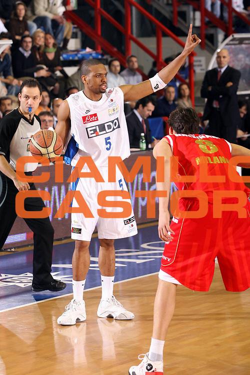 DESCRIZIONE : Napoli Lega A1 2006-07 Eldo Napoli Armani Jeans Milano <br /> GIOCATORE : Morandais <br /> SQUADRA : Eldo Napoli <br /> EVENTO : Campionato Lega A1 2006-2007 <br /> GARA : Eldo Napoli Armani Jeans Milano <br /> DATA :14/01/2007 <br /> CATEGORIA : Palleggio <br /> SPORT : Pallacanestro <br /> AUTORE : Agenzia Ciamillo-Castoria/G.Ciamillo