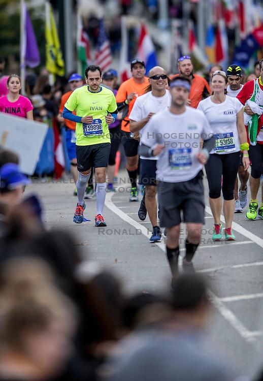 06-11-2016 USA: NYC Marathon We Run 2 Change Diabetes day 3, New York<br /> De dag van de marathon, 42 km en 195 meter door de straten van Staten Island, Brooklyn, Queens, The Bronx en Manhattan / Ivan