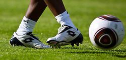 22.05.2010, Grandhotel, Lienz, AUT, FIFA Worldcup Vorbereitung, Pressekonferenz Kamerun im Bild Feature eines Schusses mit Ball, EXPA Pictures © 2010, PhotoCredit: EXPA/ J. Feichter / SPORTIDA PHOTO AGENCY