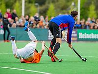 BLOEMENDAAL -  Wiegert Schut (Adam) als vliegende keeper , met links Thierry Brinkman (Bldaal)   , Hoofdklasse hockey Bloemendaal-Amsterdam (4-2) . COPYRIGHT KOEN SUYK